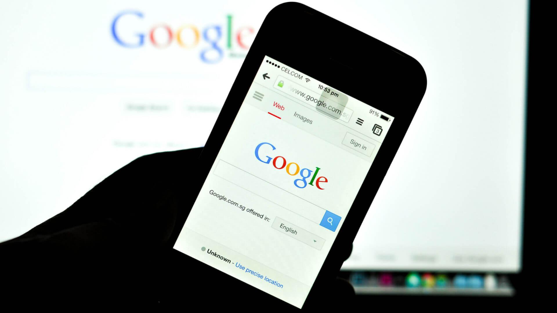 گوشی های هوشمند در سالیان گذشته به طور گسترده ای مورد استقبال همگان قرار گرفته اند و این موضوع باعث شده است که بیشتر فعالیت های اینترنتی نیز از طریق همین دستگاه ها انجام گیرد، هر نوع فعالیت آنلاینی که برای رشد کسب و کار خود انجام میدهید باید به طور قابل قبولی با محیط گوشی های همراه تطابق داشته باشد، به عبارت دیگر مثلا سایت شما باید در مرورگر های گوشی های همره به راحتی قابل استفاده باشد که در غیر این صورت به سرعت مخاطبین بالقوه خود را از دست خواهید داد.